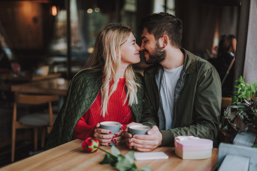 How to Compliment a Man Sweet Couple Coffee Shop